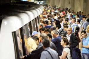 inchiriez masina sau merg cu metroul