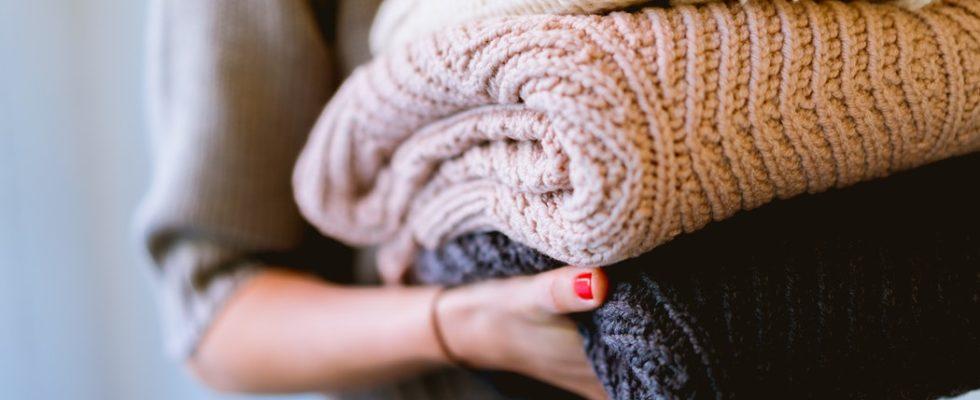 Cum cureti hainele second-hand